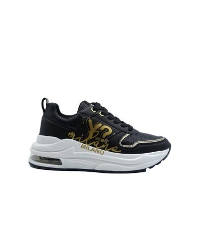 Scarpa Sneakers Y Not chunky in ecopelle nera con logo dorato