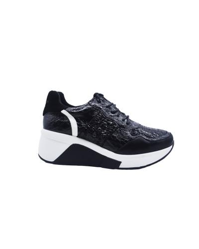 Scarpe Sneakers Gattinoni Roma con zeppa in ecopelle vernice nera