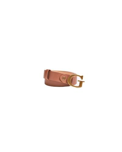 Cintura Guess con chiusura con lettera logo effetto martellato in similpelle marrone