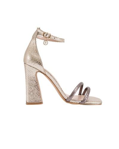 Sandalo donna Gattinoni dorato con listini sottili in punta e cinturino alla caviglia con fibbia con logo pendente